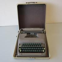 Vintage Smith-Corona CLIPPER 5C Portable Typewriter w/Case Brown w/Green Keys