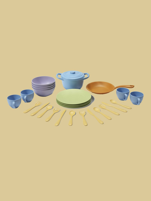 Cookware and Dining Set. 27 piece set - Recycled Materials