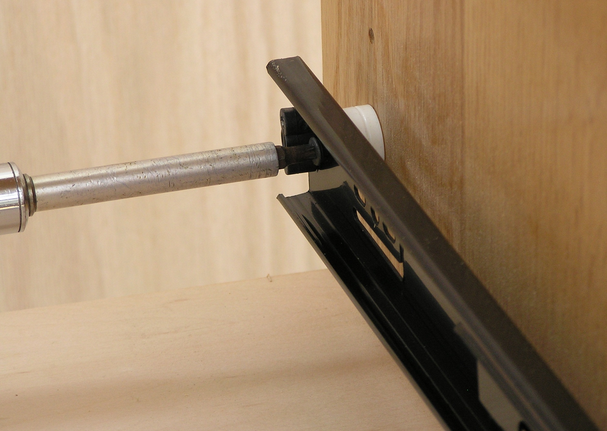 stand-off-slide-shelf-002.jpg