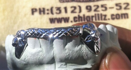 ChiGrillz Bridge Bar Grillz Style YS0724 2 Cap Diamond Cut K9 with Diamonds and Bridge Bar