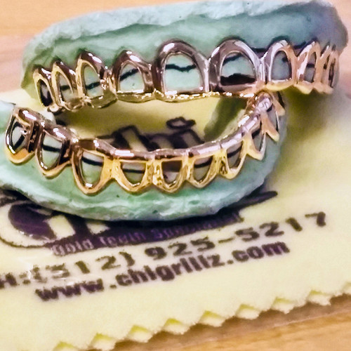 ChiGrillz Top and Bottom 10 Cap Grillz sets with an open face style.  This style has 20 caps either 1 Single piece or 10 individual slugs on both bottom and top.