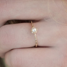 Hakuna_Japan_delicate_gold_plated_ring_ivory_pearl_small_cute