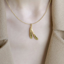 Cyttaro - Textured Gold Plated Silver Coast Barnacles Necklace with Peridot
