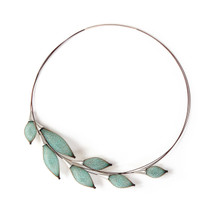 'Collier-Pineux' Short silver Necklace With Green Nylon