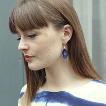 Chaînettes VLUM - Pétale Dark Blue Threader Earrings