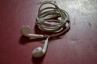 Apple MD827LL/A Earpods With Remote And Mic White Earphones Headphones - EE689354
