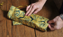 step by step guideline on how to wrap with fabric