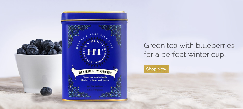 Green tea with blueberries for a perfect winter cup.