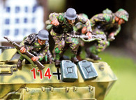 Collectors Battlefield CBG021 SS Panzergrenadier Hanomag Jumpers