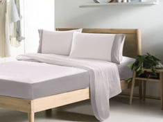 Bi-chrome linen bed sheets