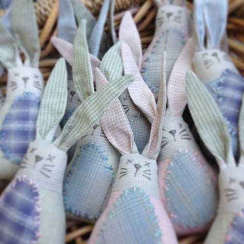 Easter Bunnies by Rosalie Quinlan NQ-QEB