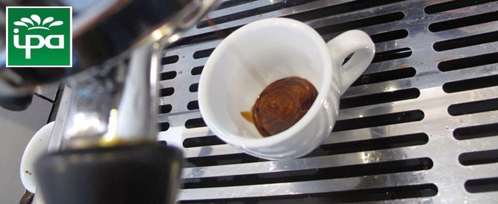 Espresso cup and espresso machine, the perfect pour.