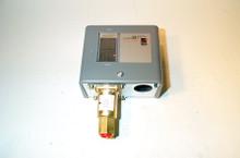 Johnson Controls P47EA-1 50-240 Spdt Steam Pressure Control