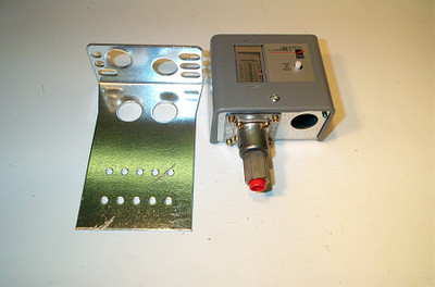 Johnson Controls P70KA-7 50/450#M/R,Ammonia Open-Hi Switch