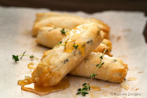 BAKED GOATS CHEESE ROLLS WITH HONEY AND THYME -50 pieces per tray