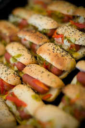 Chicago Hot Dogs with Relish - 40 pieces per tray
