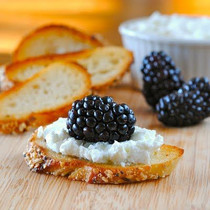 Crisps with Goat Cheese, Blackberries and Honey - includes 24