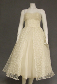 Feminine Ivory Lace & Tulle Strapless 1950's Dress