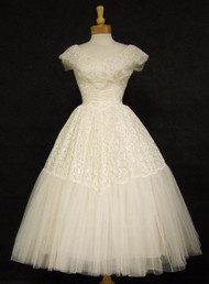 SUPERB Ivory Lace & Tulle 1950's Wedding Dress w/ Subtle Sequins