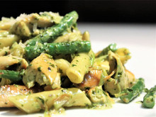 Pasta with pesto cream and green beans