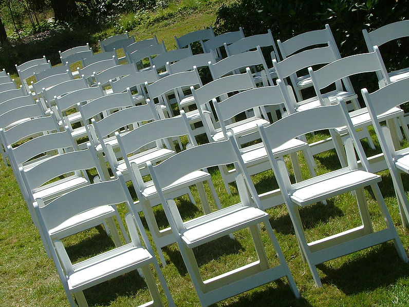 796px-Outdoor_Wedding_Chairs_2816px