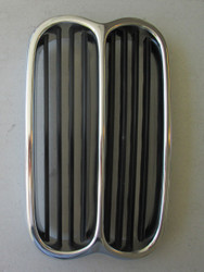 BMW 2002 Center Kidney Grille 67-73 black/silver