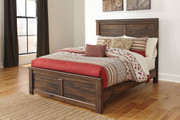 Quinden Dark Brown Queen Panel Bed