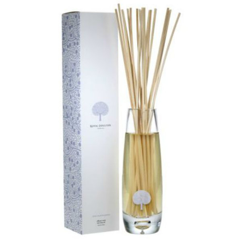 white woods and jasmine tall vase diffuser. check the elegant boxing!