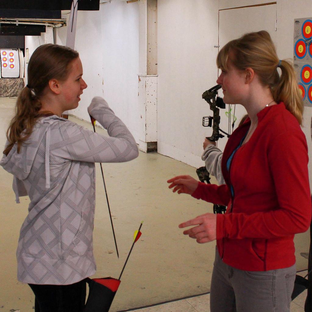 HEIGHTS ARCHERY ACADEMY WINNIPEG MANITOBA CANADA ARCHERY LESSONS ARCHERY CLASS KID YOUTH FAMILY FUN ACTIVITY SPORT GIRL BOY