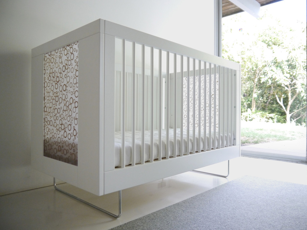 Alto Crib shown with Bamboo Rings panels.