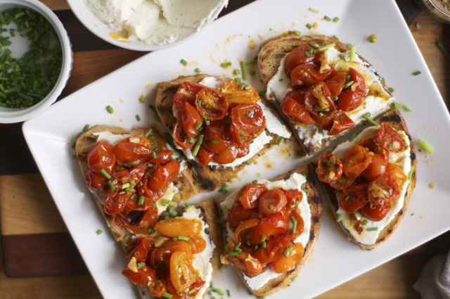 how to make roasted cherry tomato bruschetta