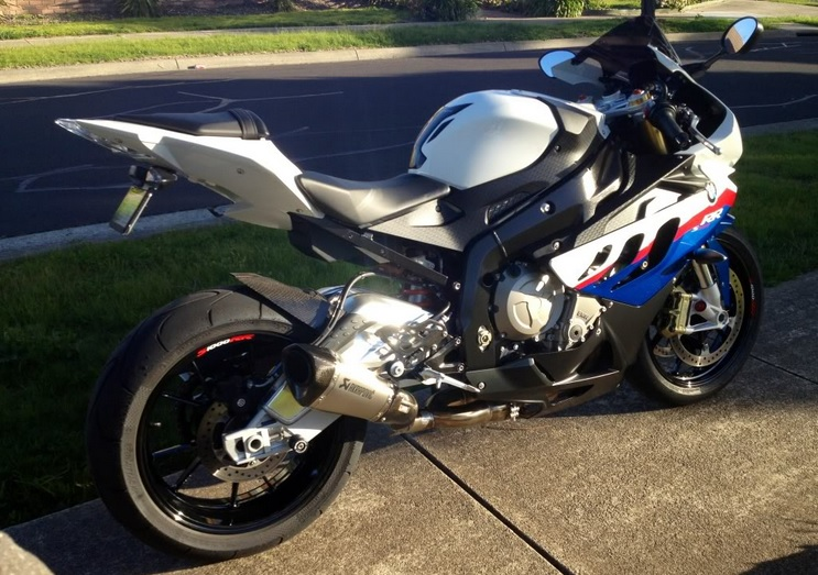bmw-s1000rr-with-full-race-headers-and-akropovich-shorty-can.jpg