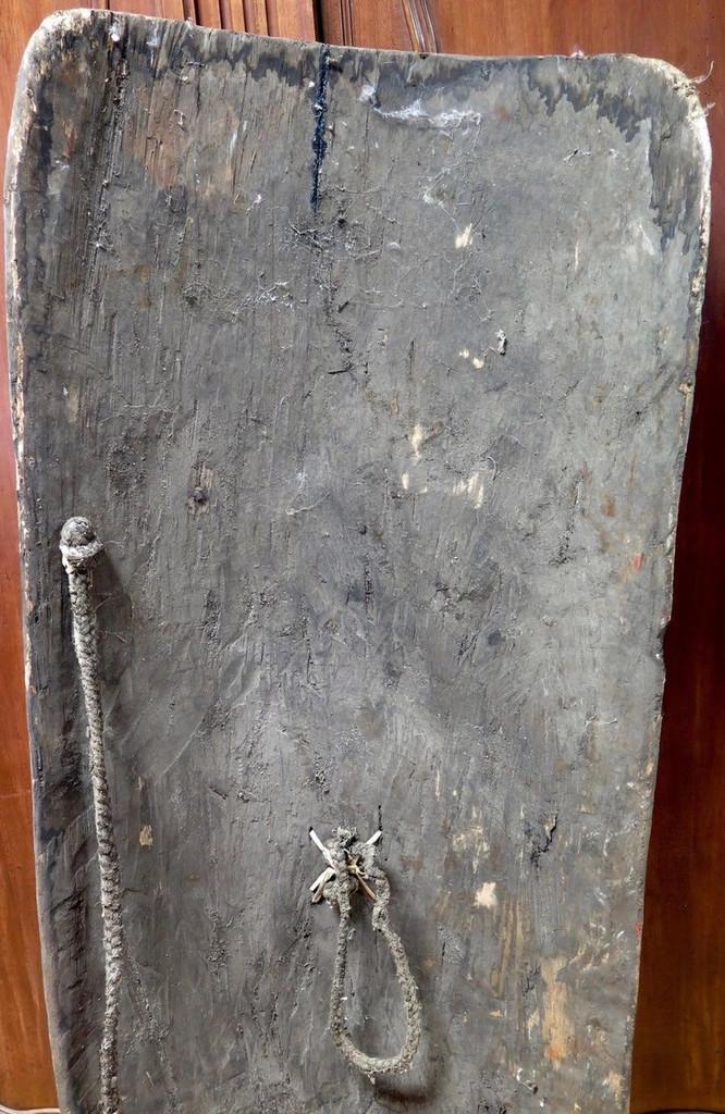 Huge Vintage 100% genuine PNG tribal wooden war shield, museum quality #3