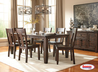 D658 Trundell Dining Room Set