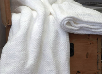 White Checkmate Cotton Bed Blanket Queen BM033