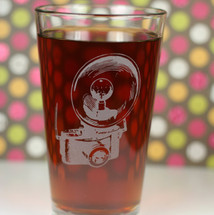 Engraved Sandblasted Pint Glass with 35mm Camera with Retro Flash
