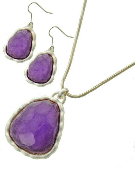 "resell for 27.00 or more Matte Silver Tone / Purple Acrylic / Lead&nickel Compliant / Metal / Fish Hook (earrings) / Pendant / Necklace & Earring Set  •   LENGTH : 17 3/4"" + EXT •   PENDANT : 1 3/4"" X 2 1/2"" •   EARRING : 1"" X 2""  •   SILVER/PURPLE Style #PMSPS040418g"