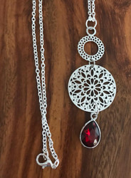 Resell for 15.00 or more 30 inch silver tone chain Pewter w red faceted glass pear 3 inch pendant Style #RCTN040918
