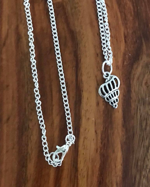Resell for 9.00 or more 18 inch silver tone chain Pewter shell pendant Style #SSN042718
