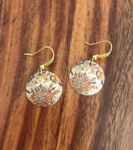 Resell for 12.00 or more Laser lace enameled floral earrings Plated gold tone ear wires Style #LLGFE043018