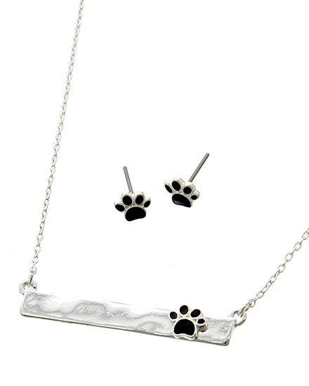 """resell for 45.00 or more Silver Tone / Black Epoxy / Lead&nickel Compliant / Metal / Post (earrings) / Paw Print / Delicate / Necklace & Earring Set  •   LENGTH : 15 3/4"""" + EXT •   PENDANT : 1 5/8"""" X 1/4"""" •   EARRING : 1/4"""" •   SILVER/BLACK  Style #BPPNS050718"""