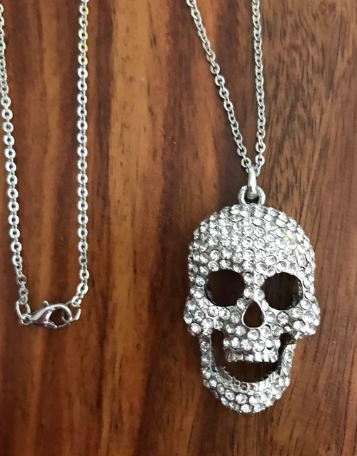 """Resell for 18.00 or more 18 inch silver tone chain Pewter w Crystal / moveable jaw Skull pendant 1 x 1.5"""" Style #STCSN071118"""