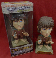 FUNKO LORD OF THE RINGS FRODO GOLD BASE CHASE VARIANT WACKY WOBBLER BOBBLEHEAD
