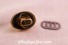 Small Oval Twist Lock in Light Gold.