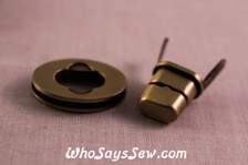 Small Oval Twist Lock in Brushed Antique Brass