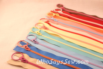 Fun Contrasting Chunky Zipper in 10 Colour Combos- 15cm, 20cm, 30cm or 40cm. Suitable for Bags