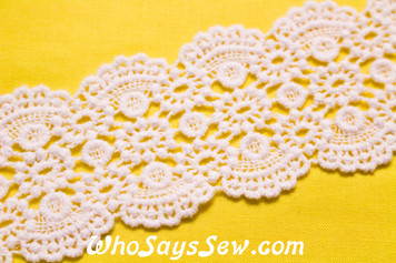 5.5cm Wide Vintage Feel Crochet Cotton Lace Trim By The Metre in Snow& Natural White. C045