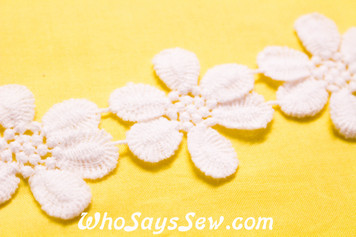 5.2cm Wide Vintage Feel Flower Cotton Lace Trim By The Metre in Snow& Natural White. C0105