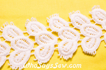 6cm Wide Vintage Feel Crochet Cotton Lace Trim By The Metre in Snow& Natural White. C052