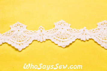 3.5cm Wide Vintage Feel Crochet Cotton Lace Trim By The Metre in Snow& Natural White. C094